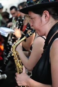 Stéphanie Aurières -  Saxophone alto - pupitre soufflants - DEM à l' ENM Villeurbanne. Collaborations/créations passées et présentes: Le Grand Wazhou, Warzazatte, Macanas, The Very Big Experimental Toubifri Orchestra.