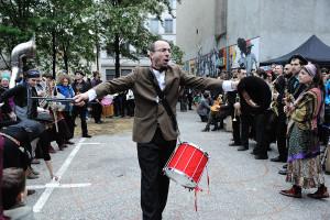 François Grenier - percussions -   pupitre percussions -  François est aussi batteur, diplomé de l'école Maurice Sonjon, et a effectué des perfectionnements à Cuba. Collaborations/créations passées et présentes: Cie Azanie, Mezzo, Freeandise, Rugazawak Warzazatte, La Fanfare du Grand Wazhou.